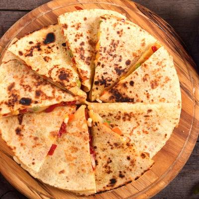 Gegrillte Veggie-Quesadillas mit Bohnen, Mais und Guacamole